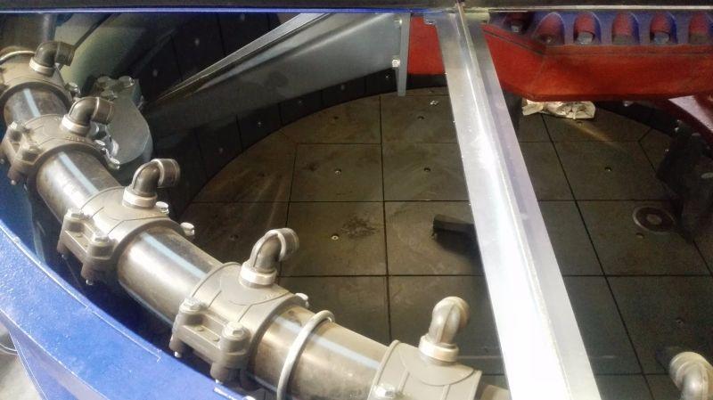 Способ подачи воды в двухвальный и планетарный смеситель